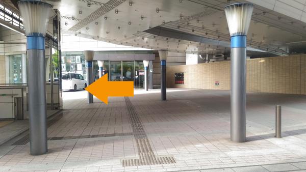 矢印の辺りにバスが停まります