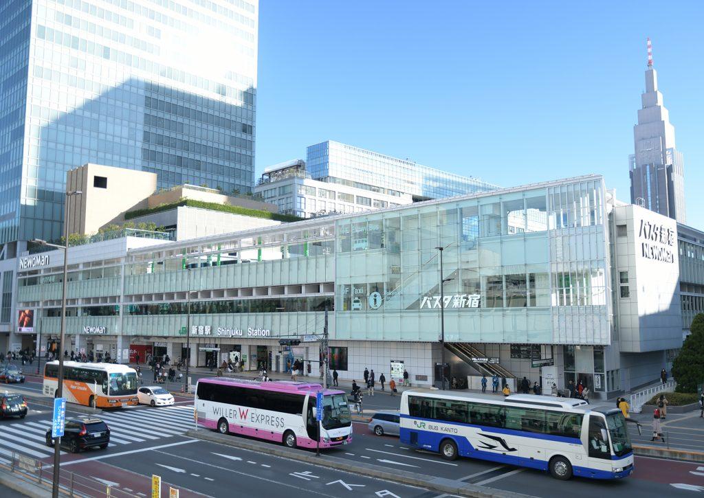 日中のバスタ新宿