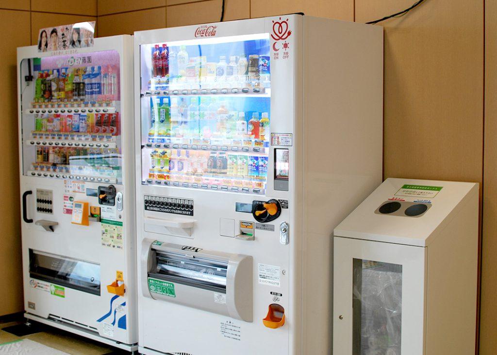 バスタ新宿には自動販売機が4か所に設置されています。