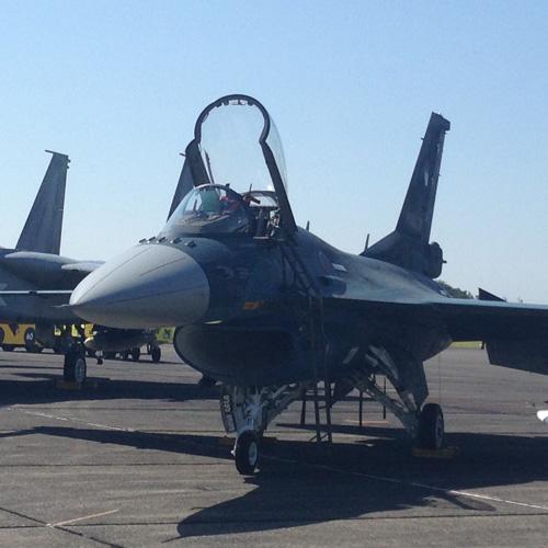 地上展示のF-2 前