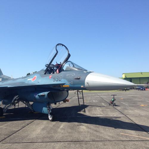 地上展示のF-2 横