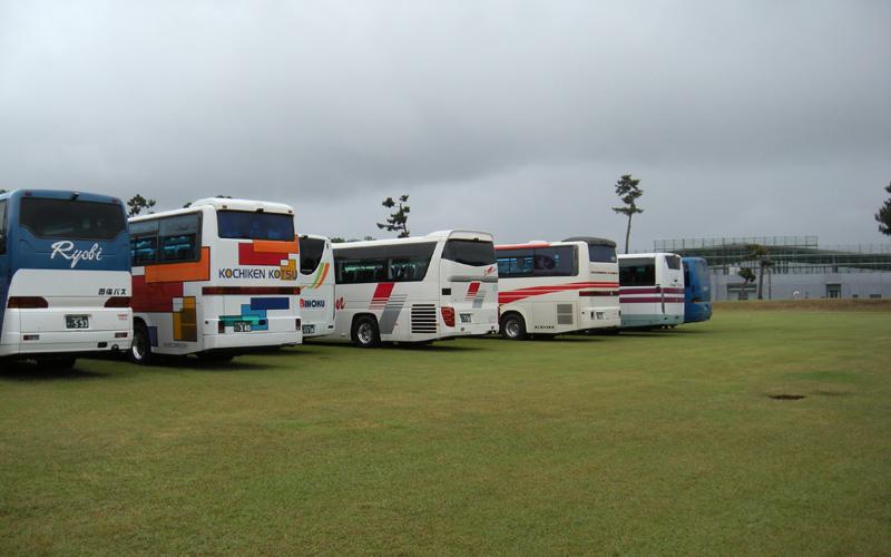 たくさんの観光バスが訪れていました