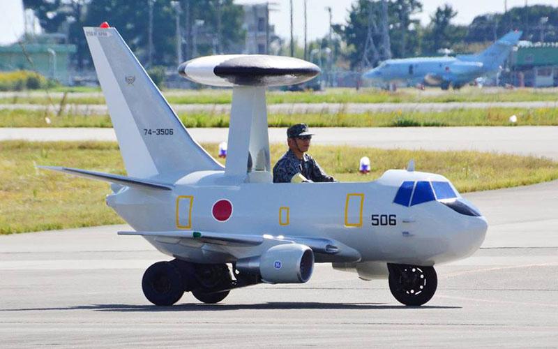 地上ではAWACS Jr.が走行