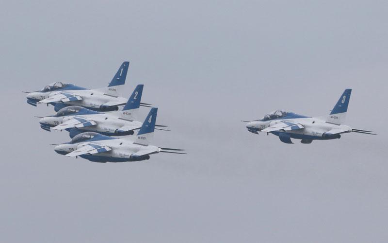 ブルーインパルスによる編隊飛行