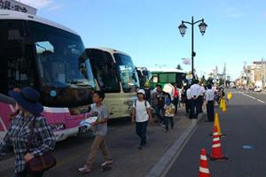 多くの観光バスが停まってました