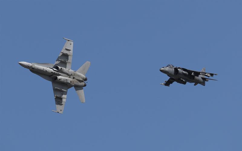 F-18とハリアーⅡ