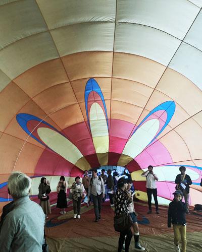 熱気球の中