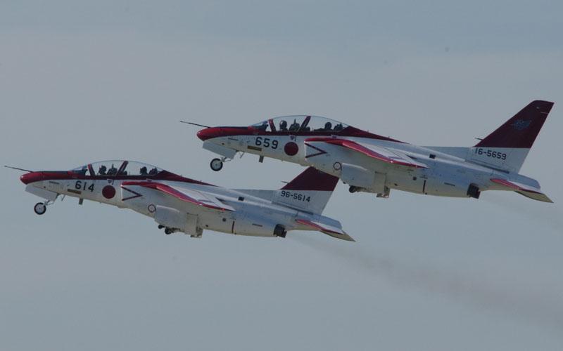 T-4展示飛行