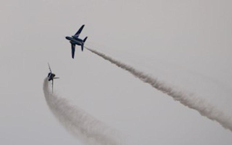 芦屋基地でのブルーインパルス展示飛行