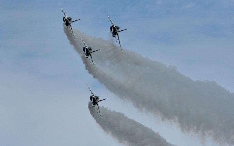 ブルーインパルス展示飛行
