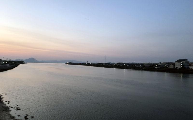 今津川の朝焼け