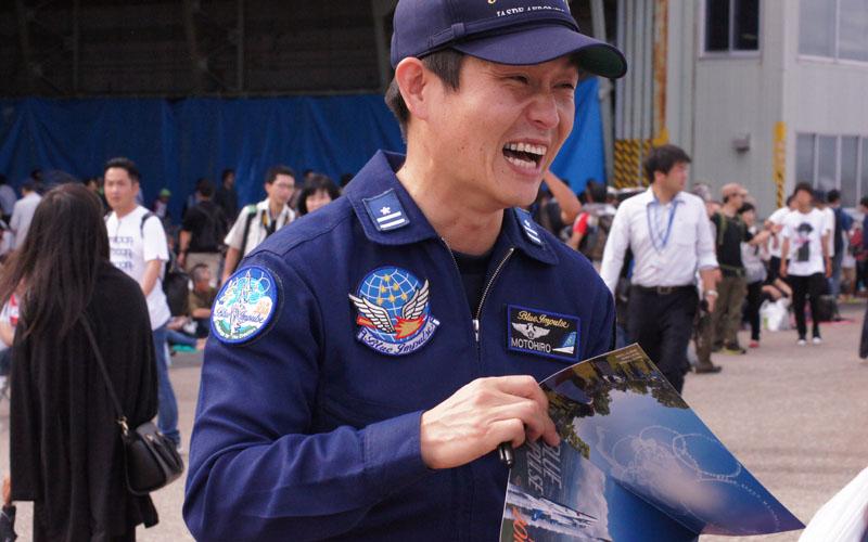 笑顔のブルーインパルスパイロット