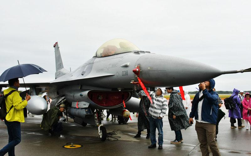 F-16が触り放題!