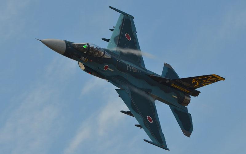 F-2展示飛行