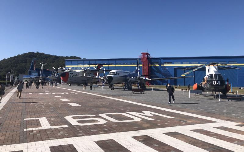 駐車場が設けられた航空宇宙博物館