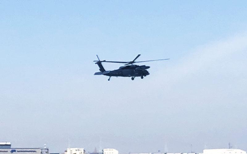遭難者を救出するデモを披露したUH-60J