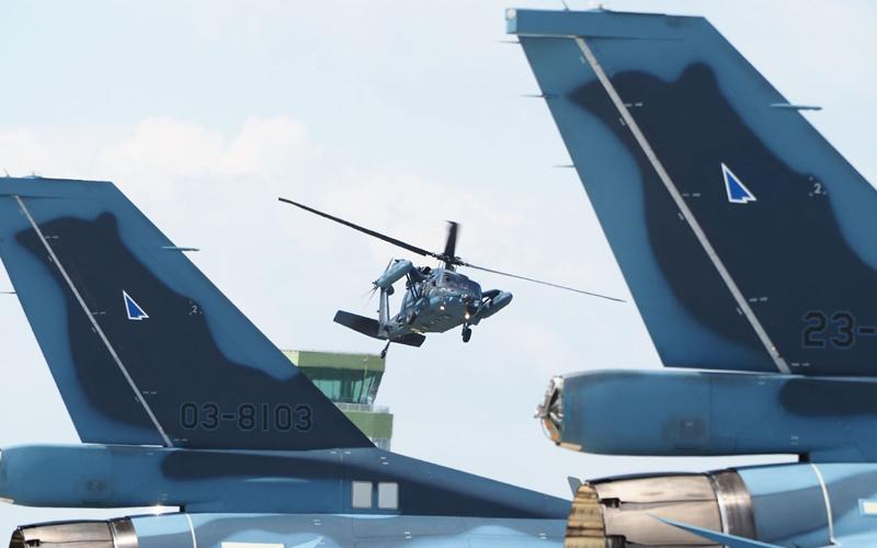救難隊訓練飛行のUH-60J